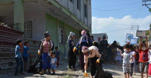 Tarsus'ta kadınlar çevre temizliği yaptı