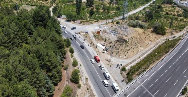 Adana'da karşı şeride geçip otomobile çarpan kamyonun sürücüsü hayatını kaybetti
