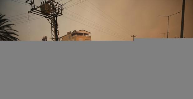 GÜNCELLEME - Antalya'da çıkan orman yangınına havadan ve karadan müdahale ediliyor