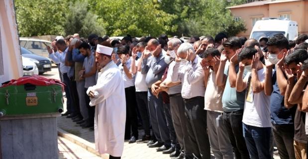 Trafik kazasında hayatını kaybeden sağlık çalışanı toprağa verildi