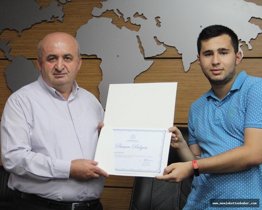 2021 YKS'DE İlk 100'e Giren Öğrenciler Ödüllendirildi