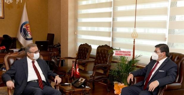 Şili'nin Ankara Büyükelçisi Rodrigo E. Arcos Castro, Mersin Valisi Su'yu ziyaret etti