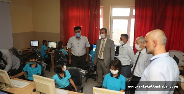 İstiklal Üniversitesi, Erkenez Ortaokulu'na Bilgisayar Laboratuvarı Kurdu
