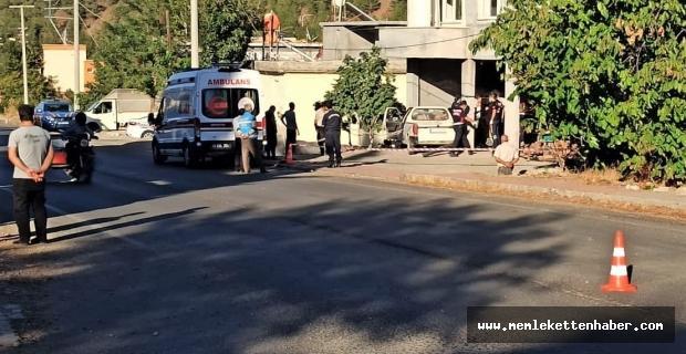 Kamyonet beton direğe çarptı: 1 ölü 4'ü çocuk 5 yaralı