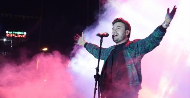 Güliz Ayla ve Mustafa Ceceli, Hatay'da konser verdi