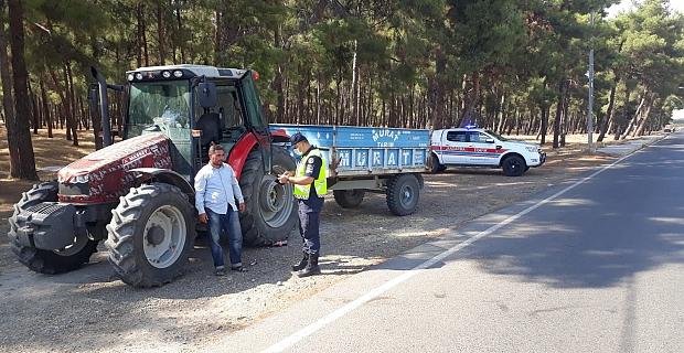 Kahramanmaraş'ta jandarma trafik ekipleri tarım araçlarını denetledi