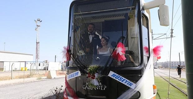 Evlenen Vatman çiftin gelin aracı Tramvay oldu