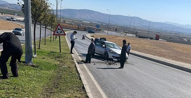 Kahramanmaraş'ta otomobil ağaca çarptı