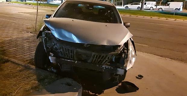 Kahramanmaraş'ta iki otomobil kafa kafaya çarpıştı: 3 yaralı
