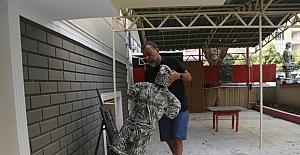 Sanat atölyesi önündeki heykeller tahrip edildi