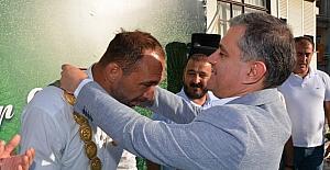 Başpehlivan Ali Gürbüz'e coşkulu karşılama