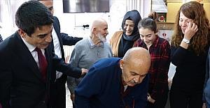 Burdur'da huzurevi sakini için öğrenci ve öğretmenlerden sürpriz doğum günü