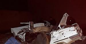 Isparta'da otomobil tarım aracı ve duvara çarptı: 2 ölü, 2 yaralı