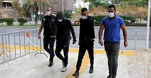 Adana'da çalıntı motosikletle uyuşturucu ticareti yaptıkları iddiasıyla 2 zanlı yakalandı
