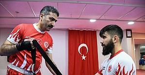 Adanalı genç kick boksçu Mücahit'in hedefi Avrupa şampiyonluğu