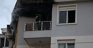 Antalya'da iki evde çıkan yangın itfaiye...