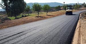 Hassa'da yol düzenleme çalışmaları devam ediyor.