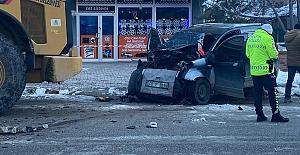 İş Makinasına Çarpan Araç Sürücüsü Öldü
