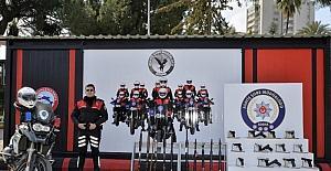 Adana'da polis denetimlerinde 61 silah ele geçirildi