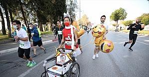 Antalya'da düzenlenen Runatolia Maratonu'nda 3 bin 500 kişi yarıştı