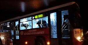 Adana'da belediye otobüsüne taşlı sopalı saldırıda bulunduğu ileri sürülen 2 şüpheli yakalandı