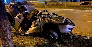 Kahramanmaraş'ta ağaca çarpan otomobilin sürücüsü öldü