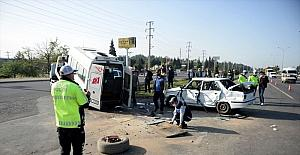 Kahramanmaraş'ta minibüs ile otomobil çarpıştı: 1 ölü, 1 yaralı