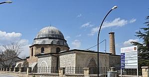 Malatya'daki 800 yıllık Ulu Cami'de depremin yaraları sarılıyor