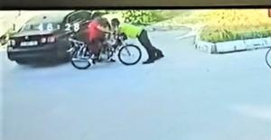 Dur ihtarına uymayan motosiklet sürücüsü polis memuruna çarptı