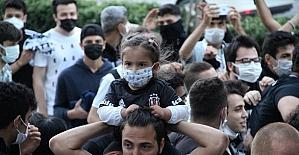 Hatay'da Beşiktaş taraftarları şampiyonluğu kutladı