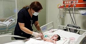 Hatay'da hemşireler, sınır ötesinden gelen minik yoğun bakım hastalarına şefkatle bakıyor