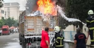 Kahramanmaraş'ta park halindeki tırın dorsesinde çıkan yangın söndürüldü