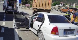 Kahramanmaraş'ta otomobil kamyona çarptı: 3 ölü