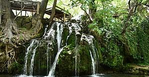 Kahramanmaraş'taki Döngel Şelalesi doğal güzellikleriyle ziyaretçilerini ağırlıyor