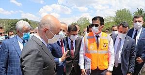 Ulaştırma ve Altyapı Bakanı Karaismailoğlu, Isparta-Burdur Dostluk Yolu Şantiyesi'nde incelemelerde bulundu: