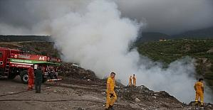 Hatay'da çöplük alanda çıkan yangına havadan ve karadan müdahale ediliyor