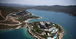 Turizm merkezleri Antalya ve Muğla'da tatilciler sahillerde yoğunluk oluşturdu