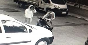 Çaldıkları motosikleti yolcu otobüsünün bagajında kaçırdılar