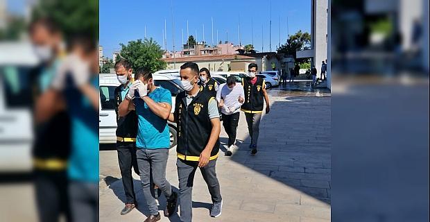 Adana'da telefonda dolandırıcılık yaptıkları iddiasıyla 2 zanlı tutuklandı