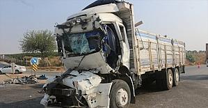 Adana'da iki kamyon çarpıştı: 1 yaralı