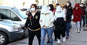 Adana'da fuhuş operasyonunda yakalanan 14 zanlıdan 6'sı tutuklandı