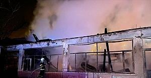 Adana'da kullanılmayan iş yerinde yangın
