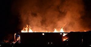 Kahramanmaraş'ta tekstil fabrikasının deposunda çıkan yangın sürüyor