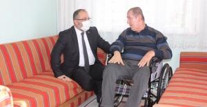 Tekerlekli sandalyesini belediye başkanı evine getirdi