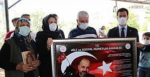 Aile Sosyal Hizmetler Bakanı Derya Yanık, Osmaniye'de şehit ailesini ziyaret etti