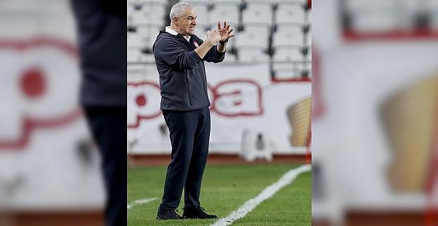 Antalyaspor'un 8 maçlık iç saha yenilmezliği Sivasspor mağlubiyetiyle sona erdi