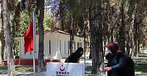 Antalya, Muğla, Burdur ve Isparta'da Ramazan Bayramı arifesinde şehitlik ziyaretleri yapıldı