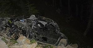 Antalya'da kamyonet uçuruma yuvarlandı: 1 ölü, 1 yaralı