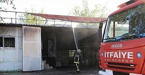 Antalya'da oto tamirhanesinde çıkan yangın hasara neden oldu
