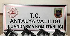 Antalya'da yasa dışı silah ticareti operasyonunda 2 şüpheli yakalandı
